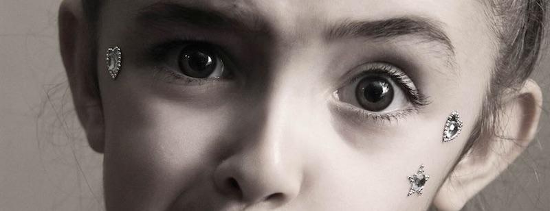 copil fata grimasa